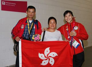Yu Chui Yee poses with her parents at London 2012