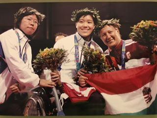 Yu Chui Yee smiles with other medallists on the podium at Athens 2004